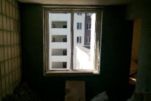 дверной проем в стене